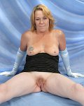 MILF Brandy gets wet taking closeups of her pussy