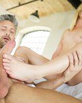 Violette Pure blonde delivers fetish foot fantasy
